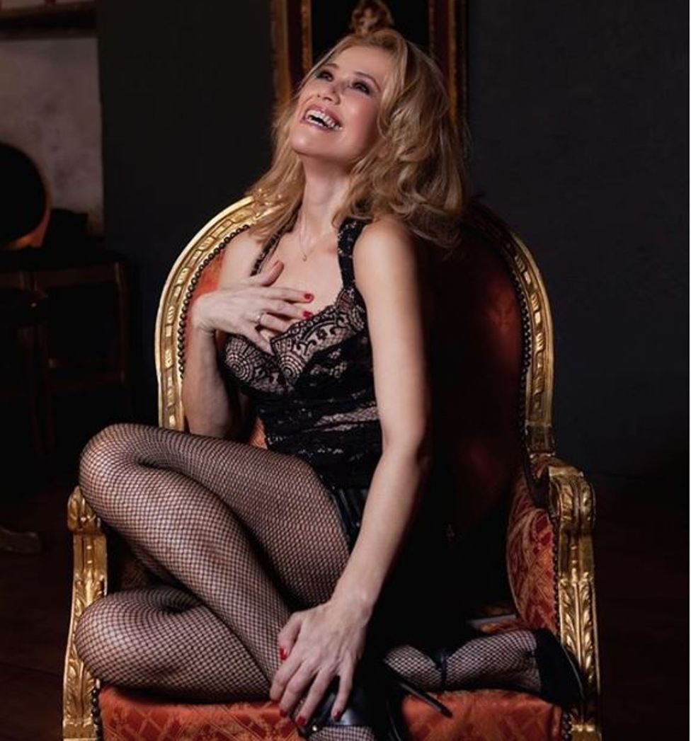 Η Κωνσταντίνα Μιχαήλ «ανήκει» σε… όλους τους άντρες (και μας αρέσει γι' αυτό)!