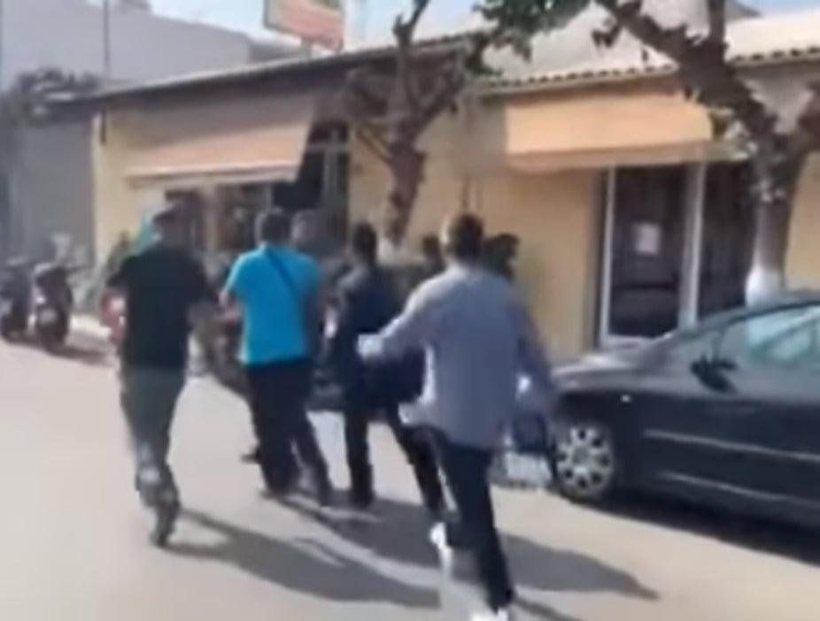 Επίθεση στον Τσίπρα: Πουλημένε σήκω φύγε από εδώ! (video)