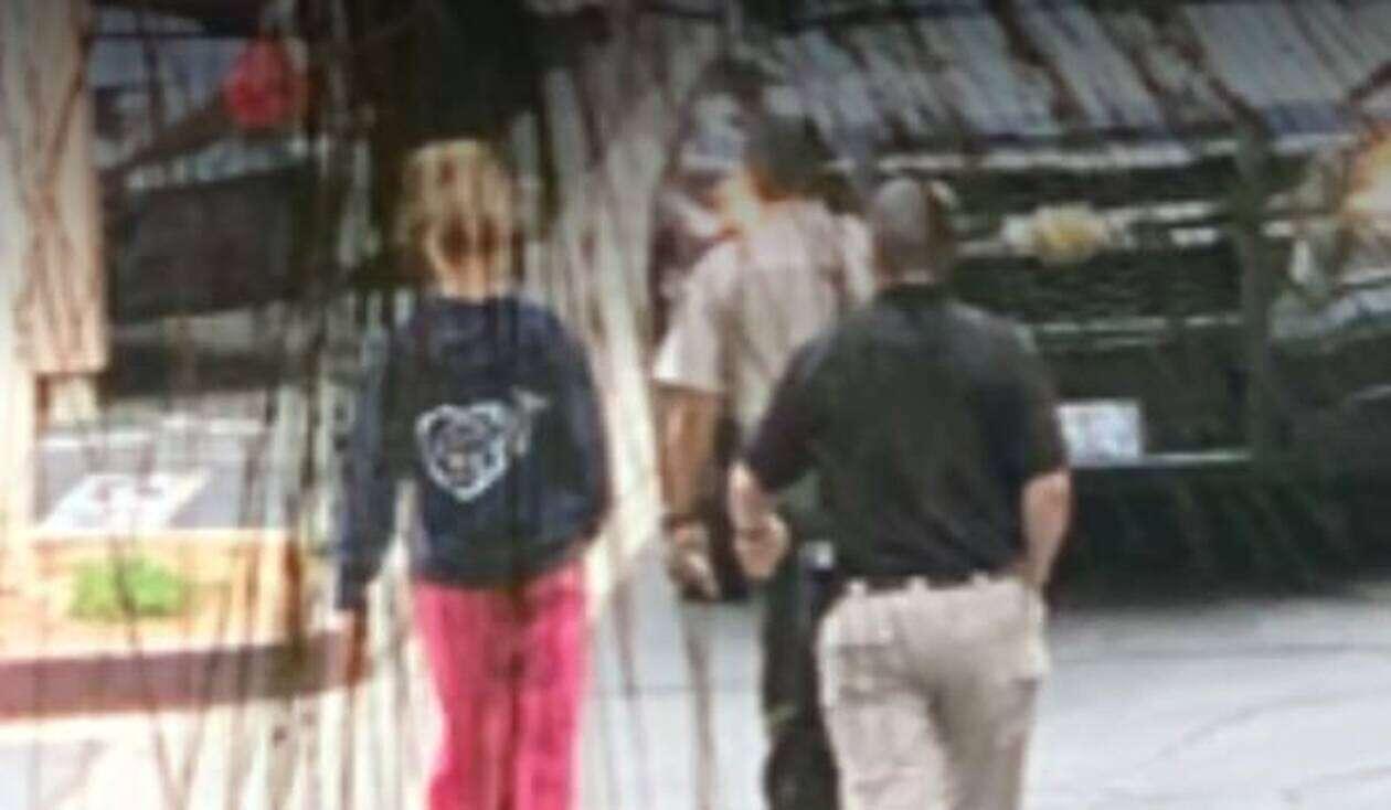 """Κερνούσε τους 14χρονους φίλους του γιου της ποτά και μαλακά ν@ρκωτικά και μετά τους """"αποπλανούσε"""" (pics, video)"""