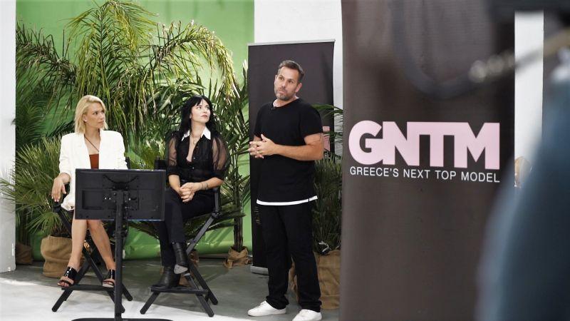 , GNTM: Το κορμί τους το… «φιδίσιο», θέλουν να το κάνουν ίσιο (video)