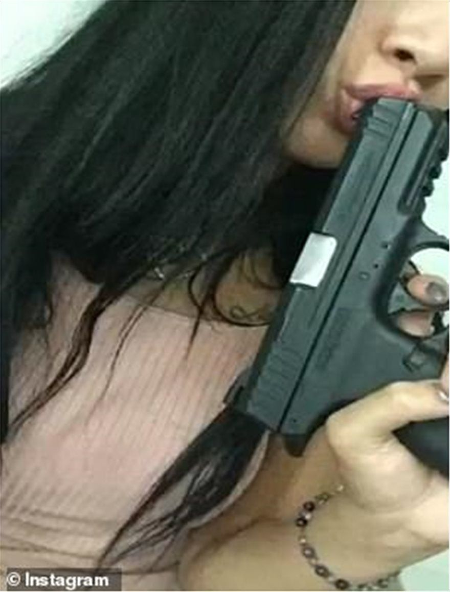 βραζιλιάνα μοντέλο όπλα