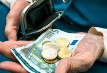 συνταξιούχος με πορτοφόλι