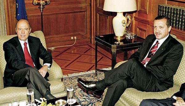 Οι Κων. Σημίτης και Ρ.Τ. Ερντογάν, στο Μέγαρο Μαξίμου, τον Νοέμβριο του 2002