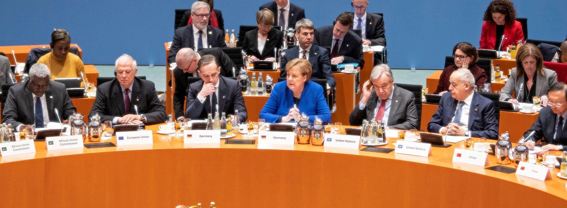 Διάσκεψη στο Βερολίνο: Καταρχήν συμφωνία για επιβολή εκεχειρίας στη Λιβύη – Η πρώτη αντίδραση της Κυβέρνησης