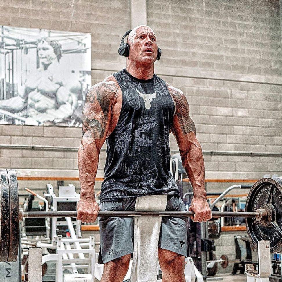 Ο Ντουέιν Τζόνσον στο γυμναστήριο μας δείχνει πώς παραμένει… βράχος! (video)