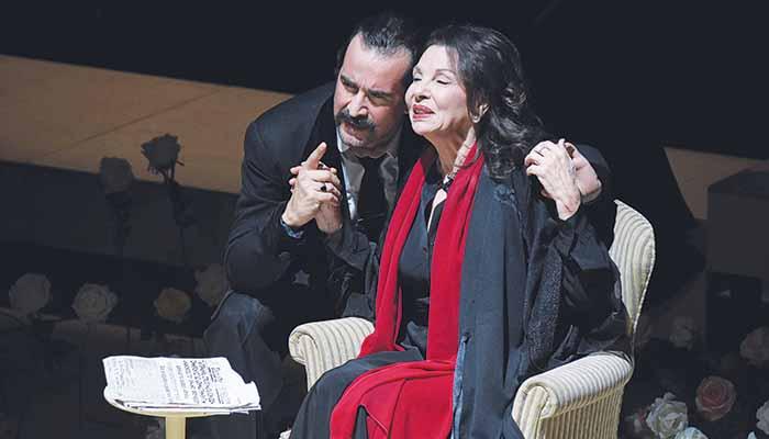 Τάσος Νούσιας (Ιων Δραγούμης) και Μπέτυ Λιβανού (Πηνελόπη Δέλτα) στη σκηνή του Ιδρύματος «Μιχάλης Κακογιάννης»