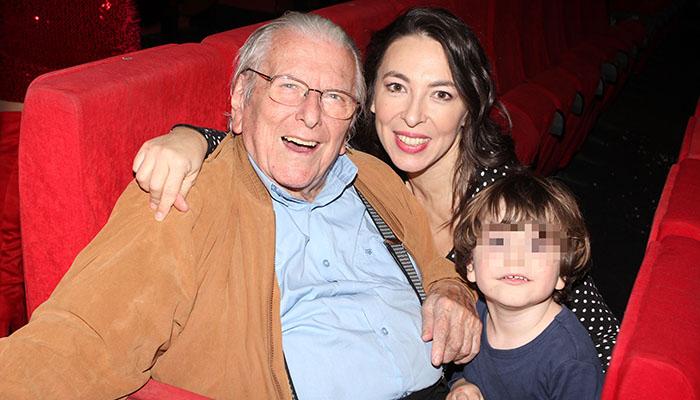 Ο Κώστας Βουτσάς με την οικογένειά του
