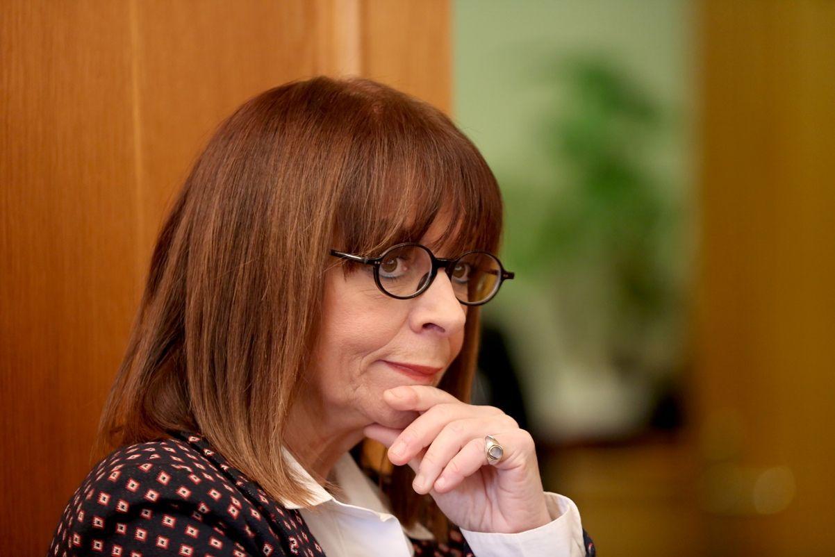 Η Σακελλαροπούλου διώχνει ανεξήγητα, πολύπειρα στελέχη της Προεδρίας