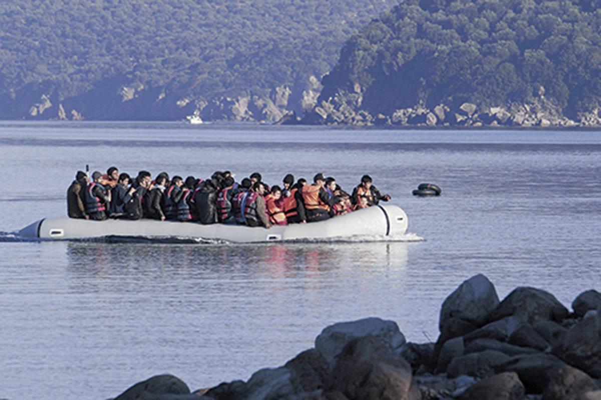 Εισβολή παράνομων μεταναστών με κορωνοϊό από θαλάσσης
