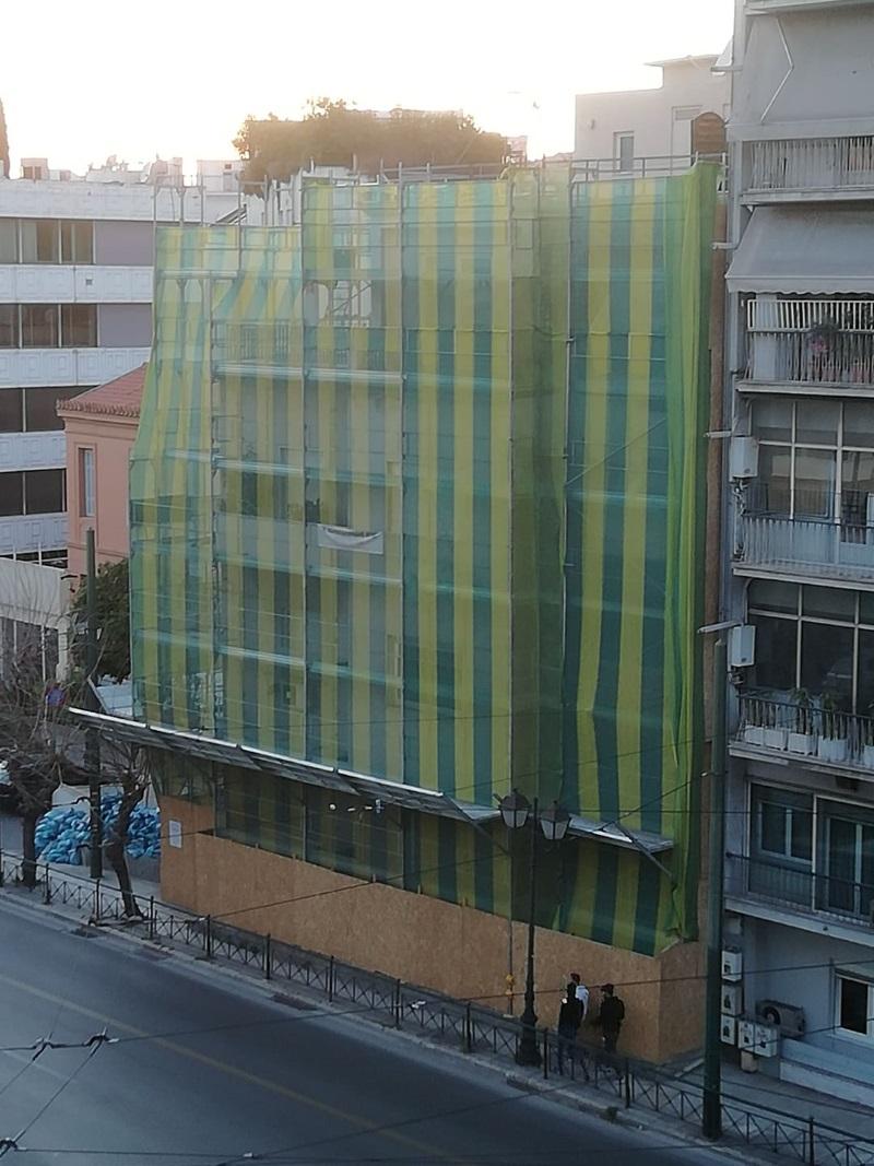 Οι εργασίες της Ντόρας στην Αραβαντινού αναστατώνει τους γείτονες και «εξαφανίζει» την Ακρόπολη