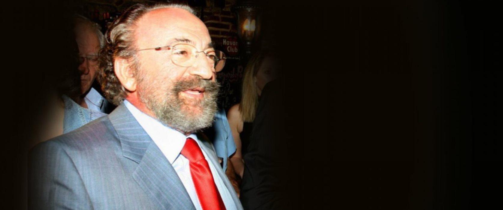 Χρήστος Καλογρίτσας: Ποιος είναι ο «ξυπόλυτος πρίγκηψ» που έφερε τα πάνω-κάτω στην πολιτική ζωή της χώρας!