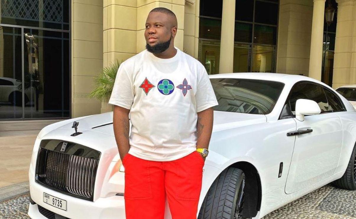 Dolce vita σε Μύκονο και Σαντορίνη για Νιγηριανό influencer που έκανε διαδικτυακό «colpo grosso» 380.000.000€!