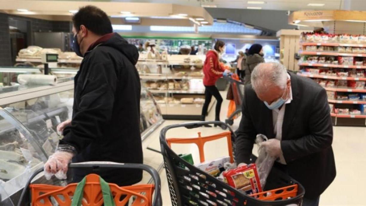 Υποχρεωτική από αύριο η μάσκα στα σούπερ μάρκετ, για εργαζομένους ΚΑΙ  καταναλωτές! | newsbreak
