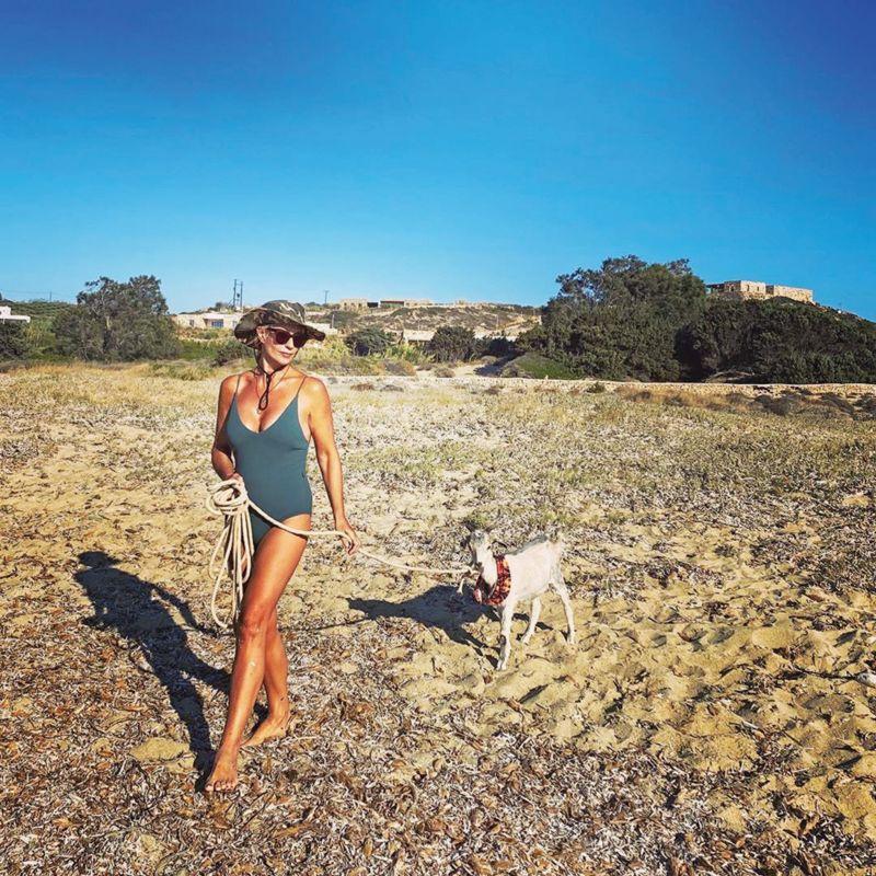 H Μαρία Μπακοδήμου πάει βόλτα με τον τράγο