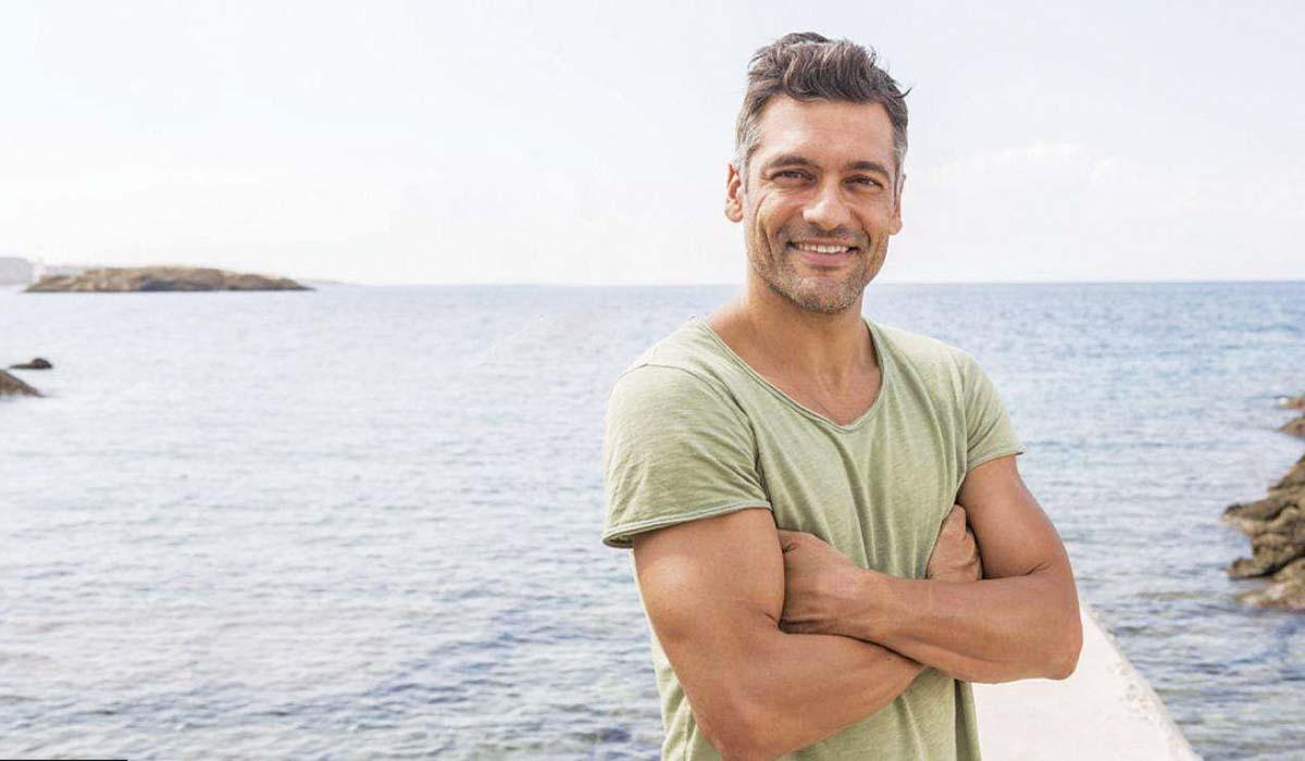 Ο Στέλιος Κρητικός από ποδοσφαιριστής, ηθοποιός και λόγω της πανδημίας του κορωνοϊού και μαραγκός! (video)