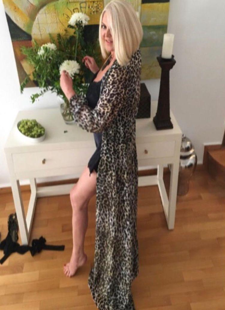 Η Ρούλα Κορομηλά διαθέτει κορμί που θα ζήλευαν πολλές – Ποζάρει με εσώρουχα στα 62 της και τρελαίνει το Instagram