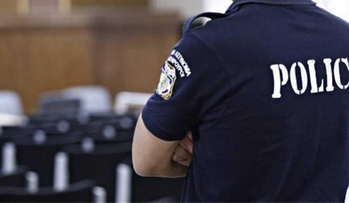 Αστυνομικός κατέθεσε αγωγή σε διευθύντρια λυκείου επειδή δεν θέλει να κάνει ο γιος του self test