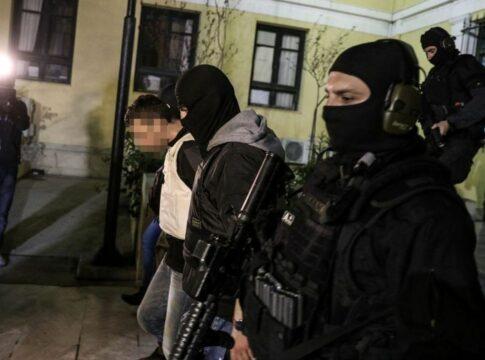 Συνελήφθη μέλος της τρομοκρατικής οργάνωσης «Επαναστατική Αυτοάμυνα» (video)